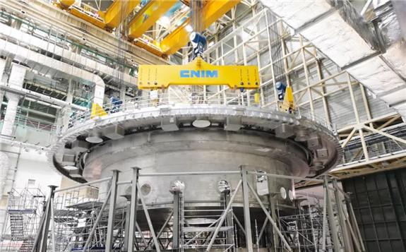 """国际""""人造太阳""""开启核心安装工作 中核集团牵头完成ITER杜瓦底座吊装"""