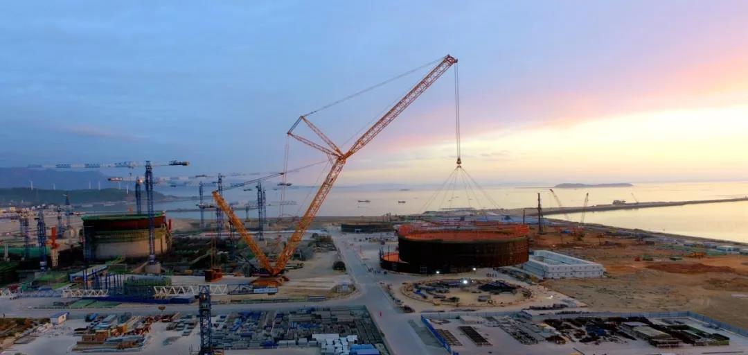 「2020年11月18日」华龙一号漳州核电1号机组核岛模块5吊装就位
